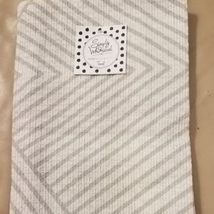 NWT SIMPLY WHIMSICAL SET (2) GRAY/WHITE TEA TOWELS